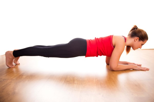 Plank,Bài tập bụng dưới cho nữ tại phòng gym