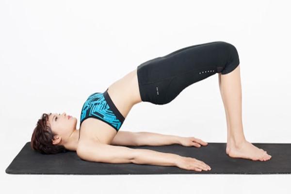 Động tác nâng hông