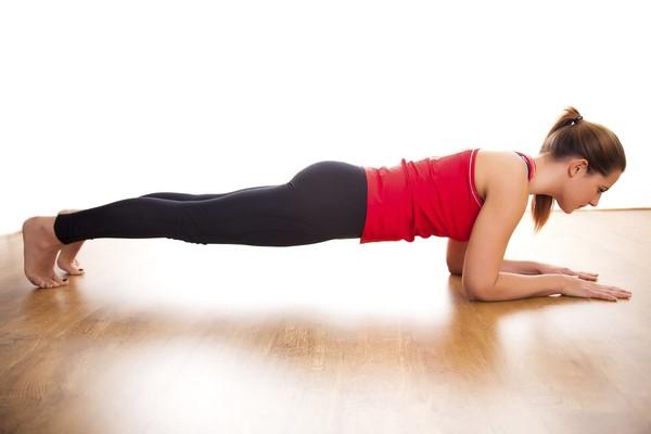 Tập gym giảm mỡ bụng dưới với động tác plank
