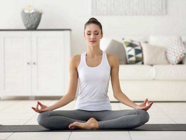 Những bài tập yoga giảm mỡ bụng trước khi đi ngủ hiệu quả -  Maychayboelip.com