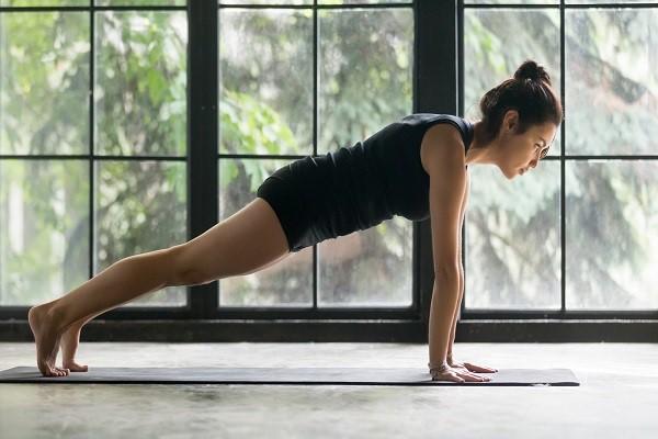Chống đẩy tam giác là bài tập săn chắc vòng 1 đơn giản nhất và mang lại hiệu quả cao