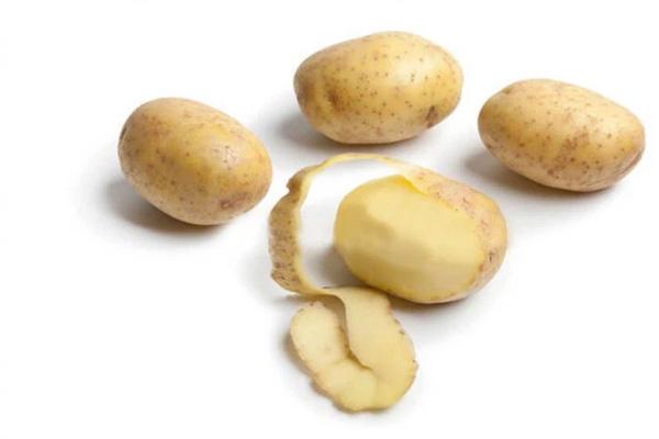 Khoai tây chứa hàm lượng carbohydrate và protein thấp hơn gạo một chút